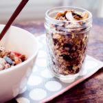Joghurt, leckerstes Pflaumenkompott und Müsli aus dem Backofen!