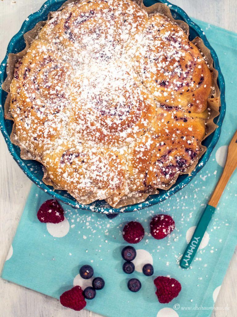 dreiraumhaus food rezept freitagsmampf hefeteig himbeerschnecken mit Blaubeeren blaubeerschnecke hefeschnecke lifestyleblog leipzig-19