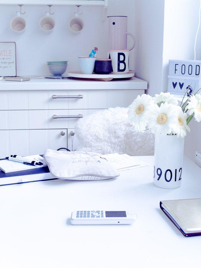 living wie streiche ich meinen tisch ohne vorher zu schleifen mein erstes mal mit farrow. Black Bedroom Furniture Sets. Home Design Ideas