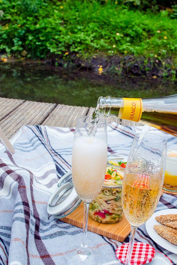 Ein Picknick Rezept mit Rotkäppchen Fruchtsecco!