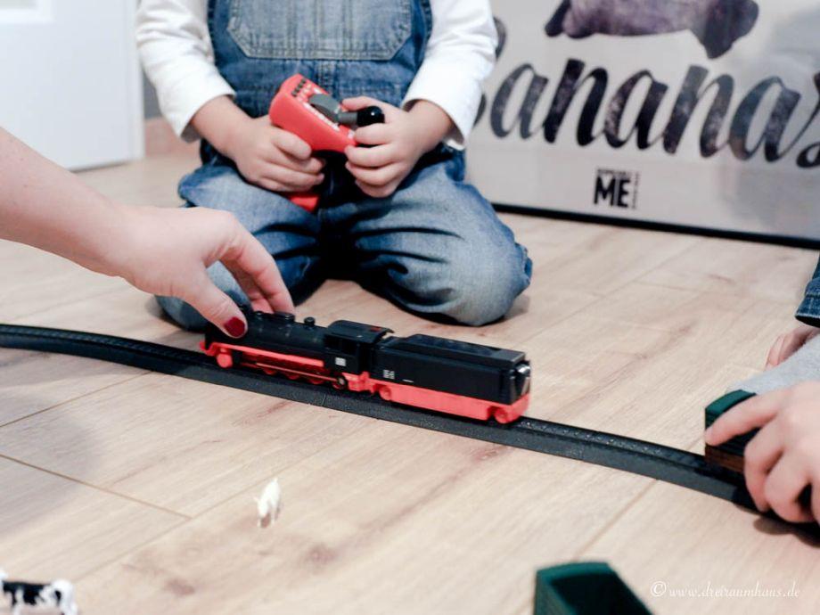 Märklin my World Starterset! Wie man zu Weihnachten Kinderaugen leuchten lässt...Leo testet die Spielzeugeisenbahn von Märklin my World! Geschenkideen für Weihnachten!