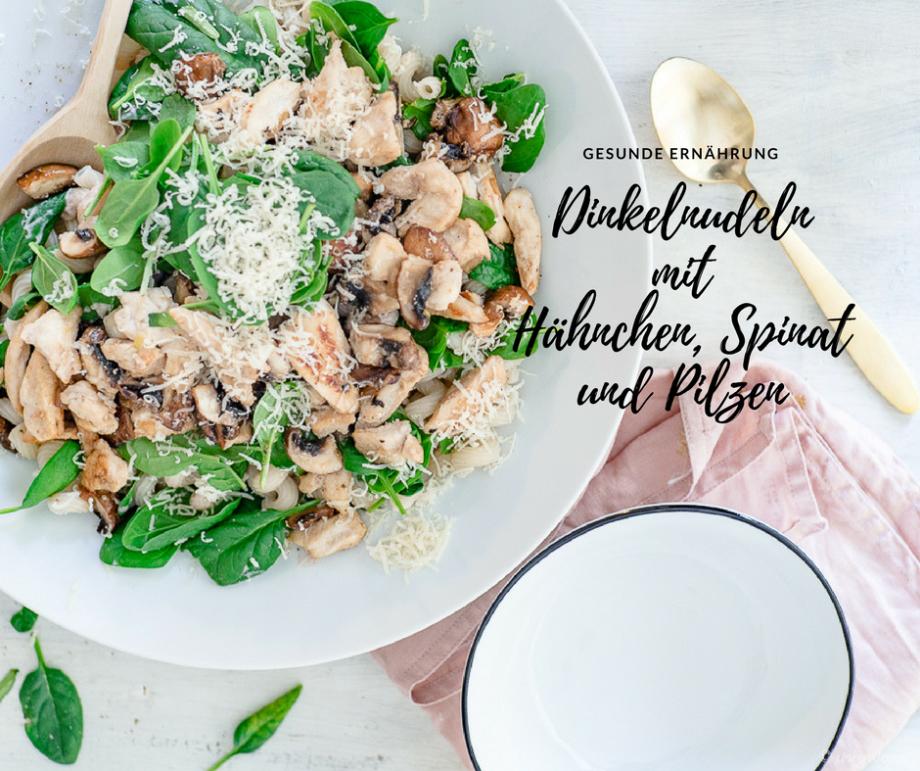 Dinkelnudeln mit Spinat, Hähnchen, Pi und Frischkäse-Erdbeer-Balsamico-Sauce &