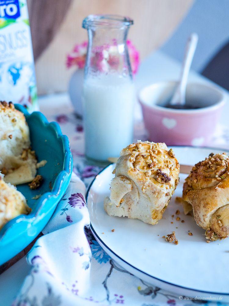 Zimtschnecken mit Äpfeln und Kokosnussdrink und der Alpro Breakfast Club #alprobreakfastclub