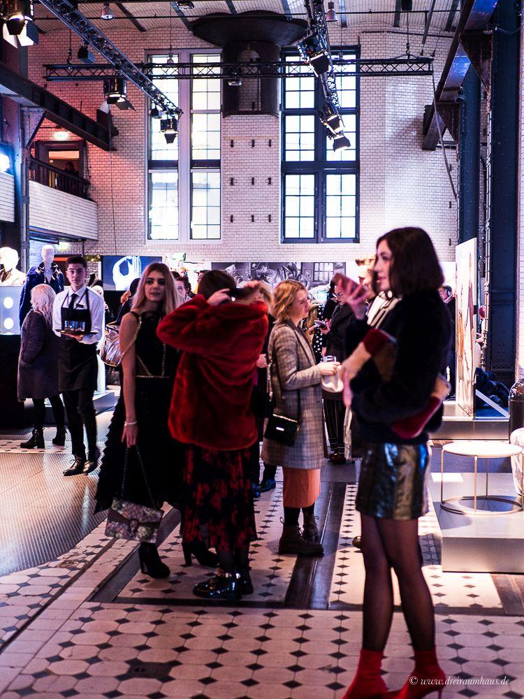 fashion week berlin irene luft show chantr liqueur caramel. Black Bedroom Furniture Sets. Home Design Ideas