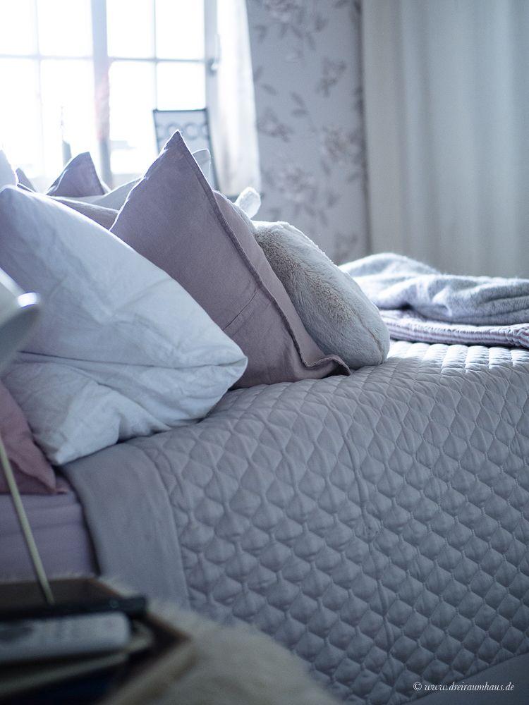 Wie fühlt es sich an...nach 18 Jahren Ehe wieder Single zu sein? Ein Bett...nur für mich...ein Hase, zwei Hasen und rosa Kissen...Royfort Bettwäsche und Dekokissen und Kuscheldecken von H&M Home.