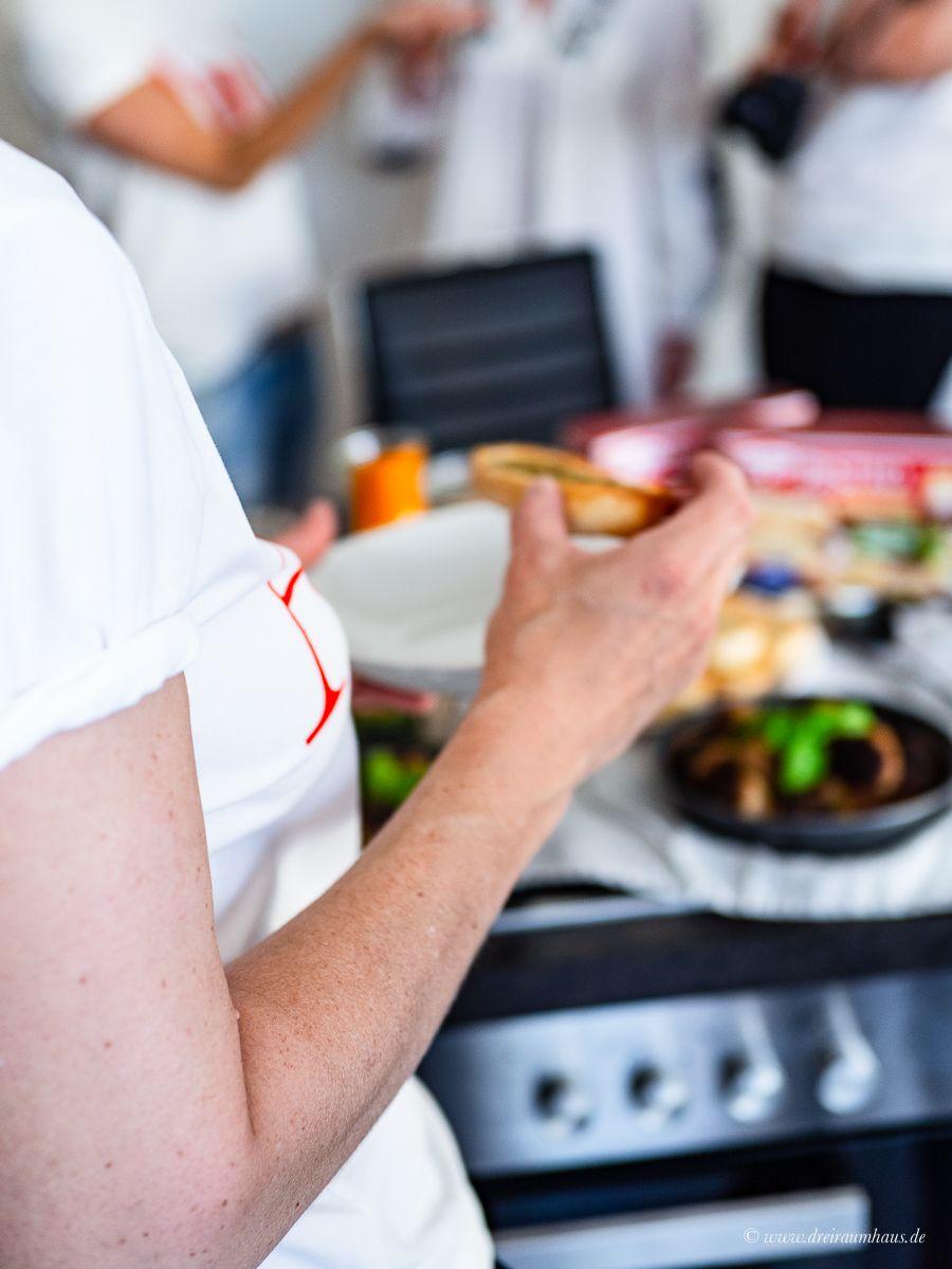 dreiraumhaus u40 lifestyleblog Leipzig rucola Spinat Pesto Sommer-Rezepte mit Dr. Oetker Bistro Baguette Aprikosen Ketchup