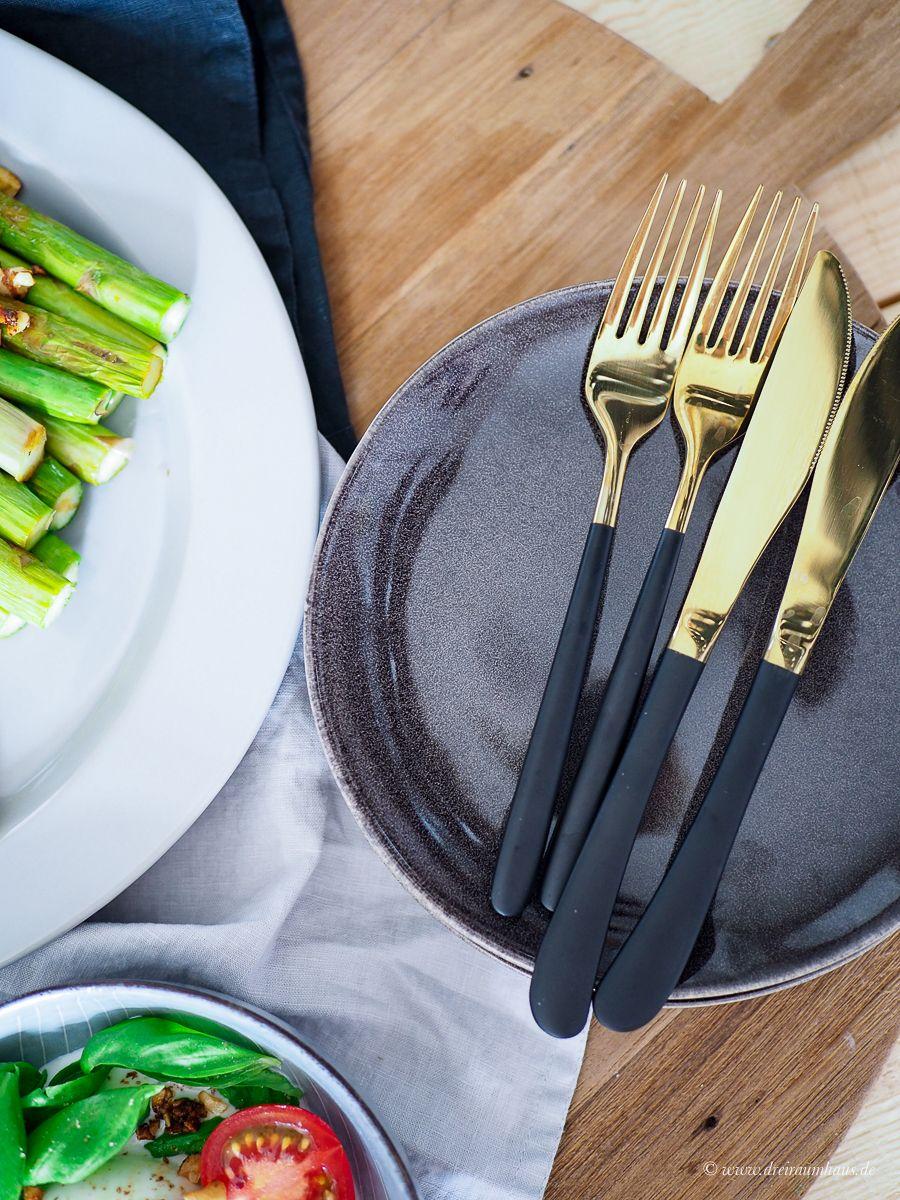Fix & kalorienarm - Rezepte die glücklich machen: Grüner Spargel mit Tofu, Burrata & Nüssen!