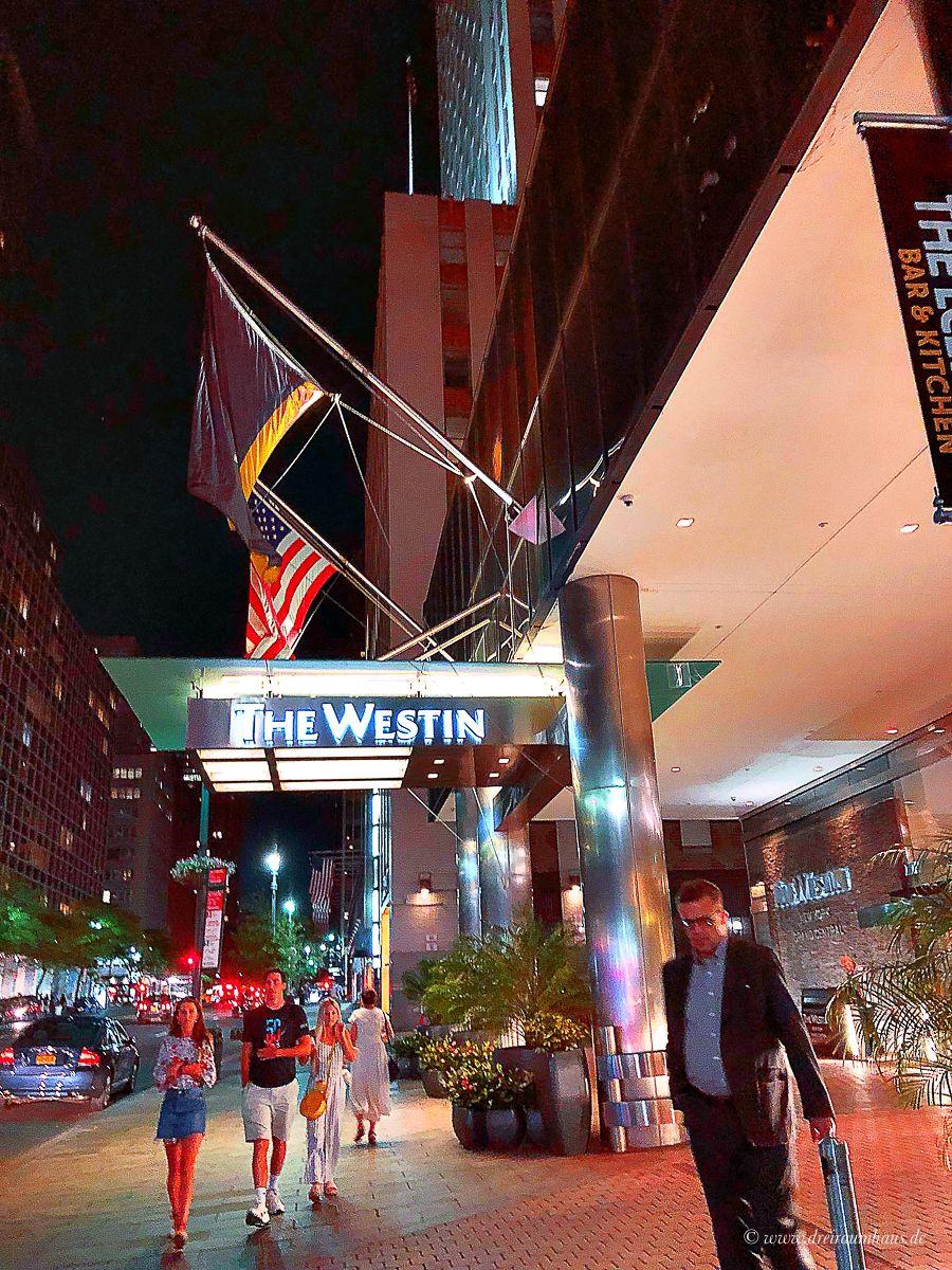 So sahen unsere New York Attraktionen an Tag 6 aus: Empire State Building, 9/11 Museum, Dominique Ansel, Katz Delicatessen, Macys und Time Square bei Nacht. Für die 4 Stationen haben wir ca. 13 Stunden gebraucht. 20 km davon sind wir gelaufen und einen kleinen Teil haben wir mit Uber zurückgelegt.