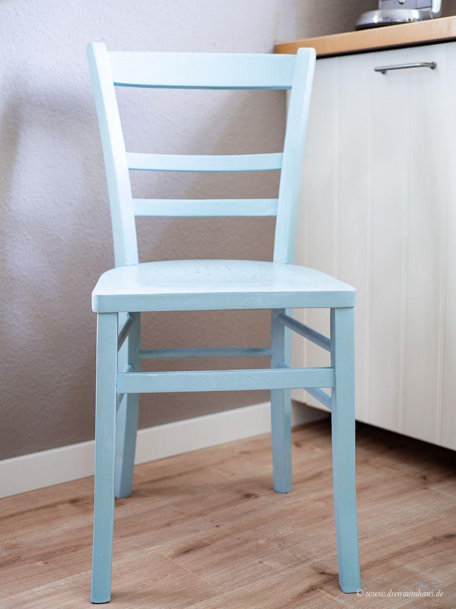 Dekosamstag: Ein alter Stuhl vom Flohmarkt wird blau mit Farrow and Ball!