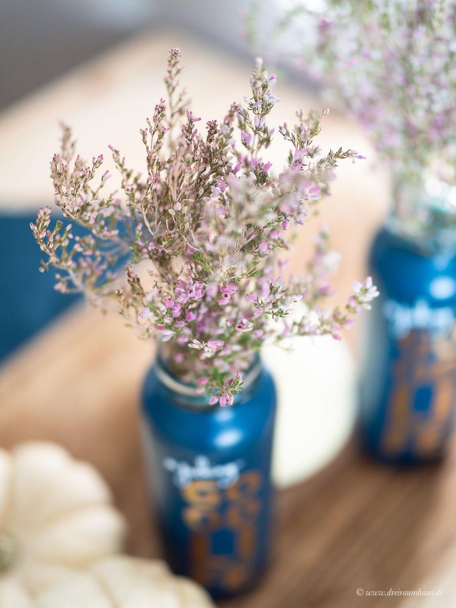 Dekosamstag: Tischdeko mit Gräsern, alten Flaschen und weißen Kürbissen und ein Tomatenrisotto mit Ofenhähnchen!