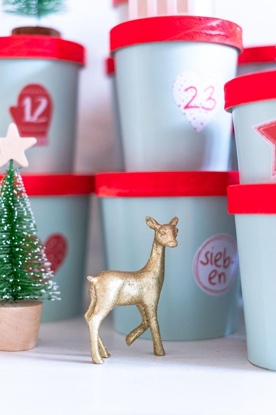 Adventskalender aus Pappbechern, DIY, Upcycling, Advenskalender basteln, Edding Sprühfarbe, Weihnachten, Weihnachtsdeko, Weihnachtsgeschenke, Geschenkideen für Kinder