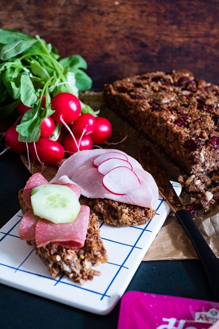 Ein Rezept für fruchtiges Nussbrot ohne Mehl und die HerzensSACHE mit Reinert!