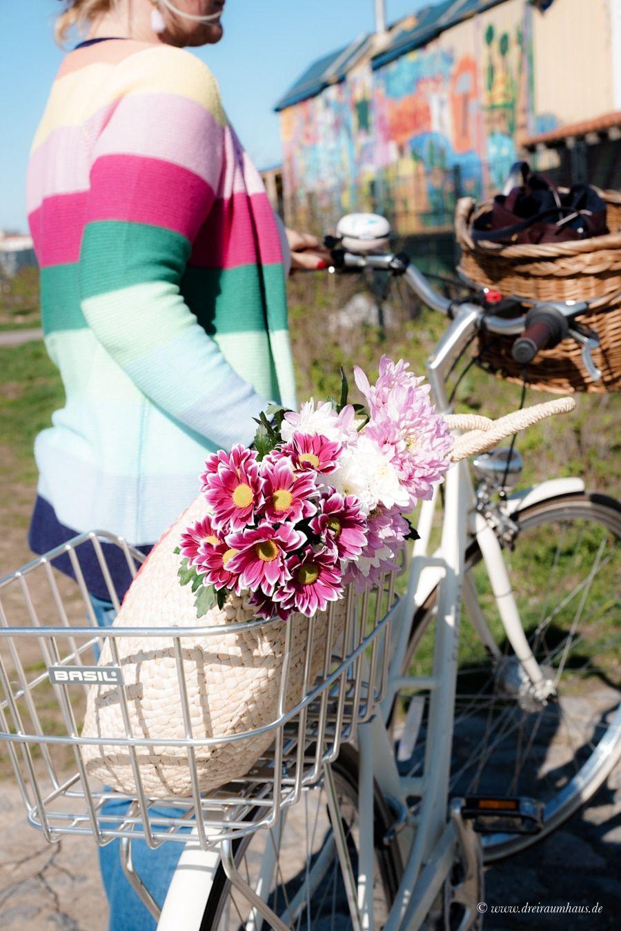 Hey Andrea, ich hab Lust auf ein Date mit Dir... und ein fröhliches Frühlingsoutfit für den Alltag in der Stadt! Mein Frühlingsoutfit mit Klingel und Laura Kent!