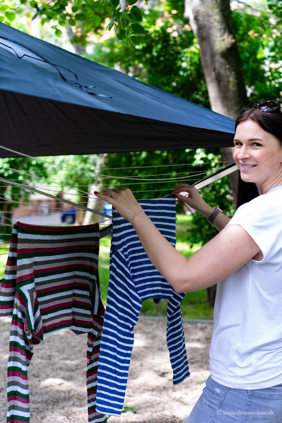 Lifestyle mal anders! Warum Wäsche manchmal einen Schirm braucht - wir testen die erste Wäschespinne mit Dach! Leifheit LinoProtect 400.