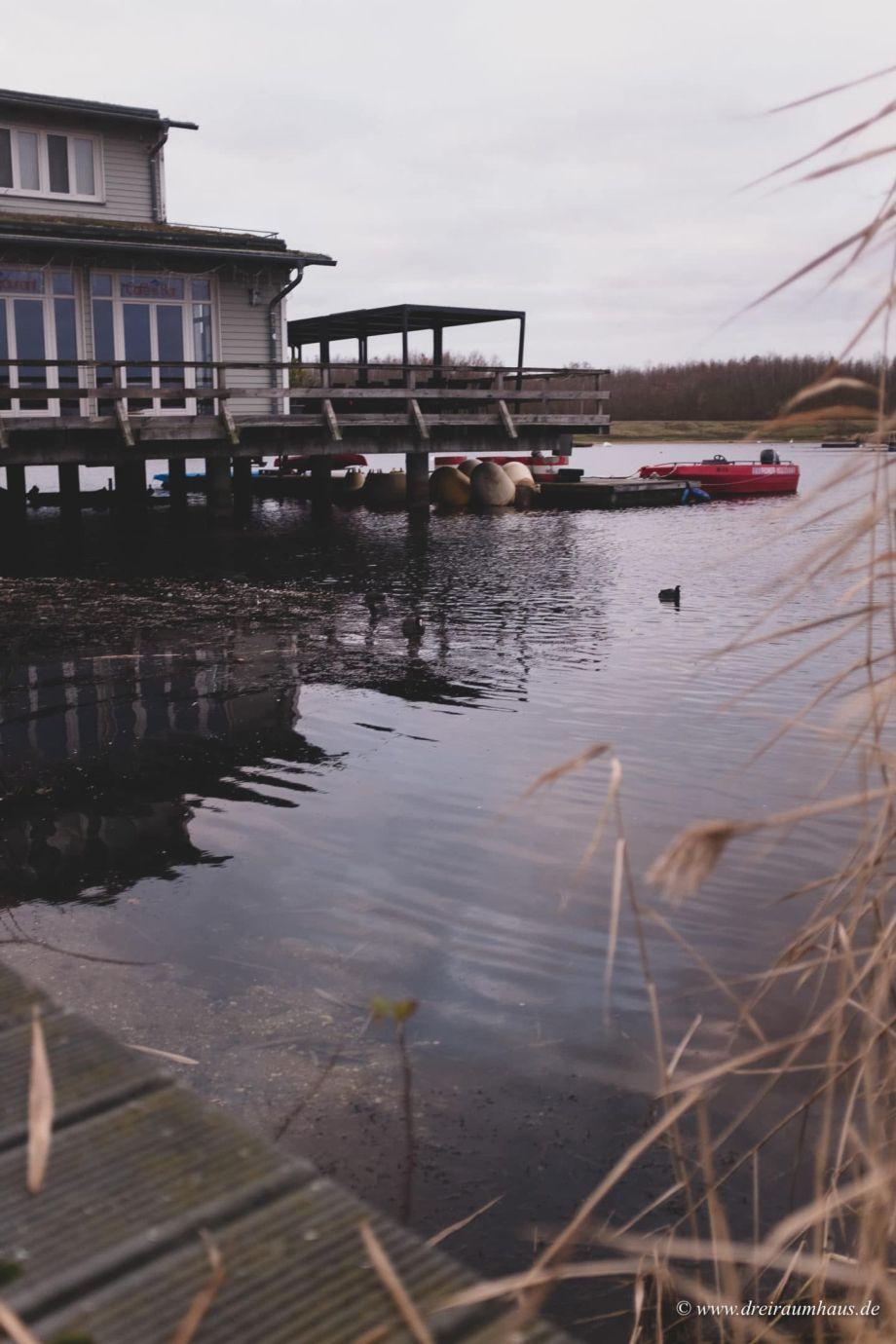 Hübsch gemacht! Cozy Sunday Look für einen Nachmittag am See... Hartjes Breeze Schuhe